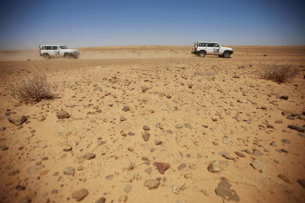Members of the UN Mission for the Referendum in Western Sahara (MINURSO)'s make their way across the desert. Photograph by UN Photo/Martine Perret.