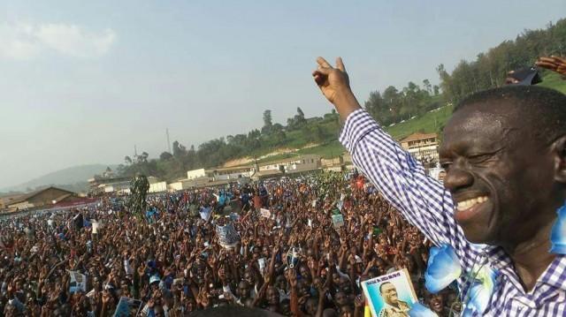Kizza Besigye campaigning in Kabale. Credit: @kizzabesigye1.