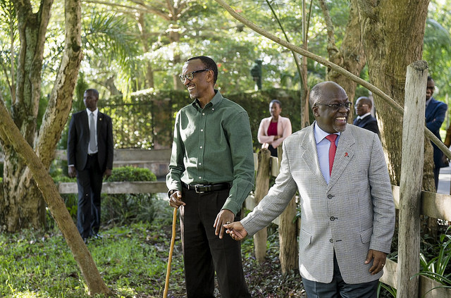 President Paul Kagame welcomes President John Magufuli to his home in April 2016, giving him five cows. Credit: Paul Kagame.