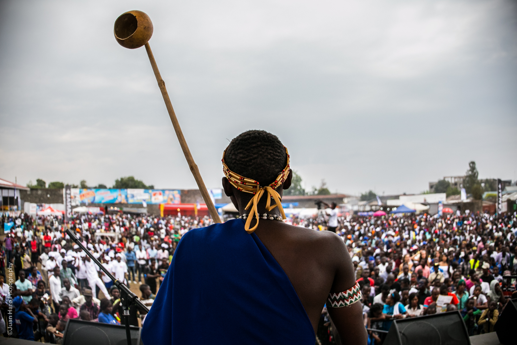photo essay 34 000 people 1 message singing for peace in goma the performance led by the an band alfred and bernard was a definite highlight the band combined traditional instruments known as umuduri
