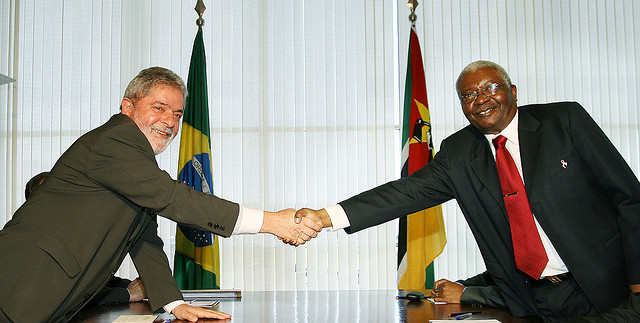 Former President Armando Guebuza (right) meeting Brazil's former President Lula. Photograph by Gustavo Ferreira/ MRE.