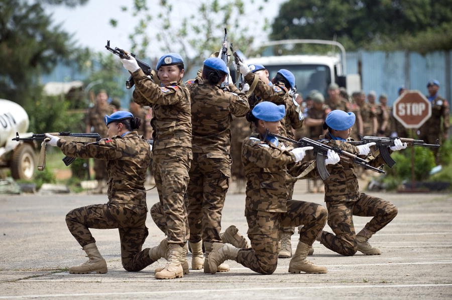 Mongolian soldiers in the United Nations Mission in Liberia (UNMIL) perform a tactical exercise. Credit: UN Photo/Christopher Herwig.
