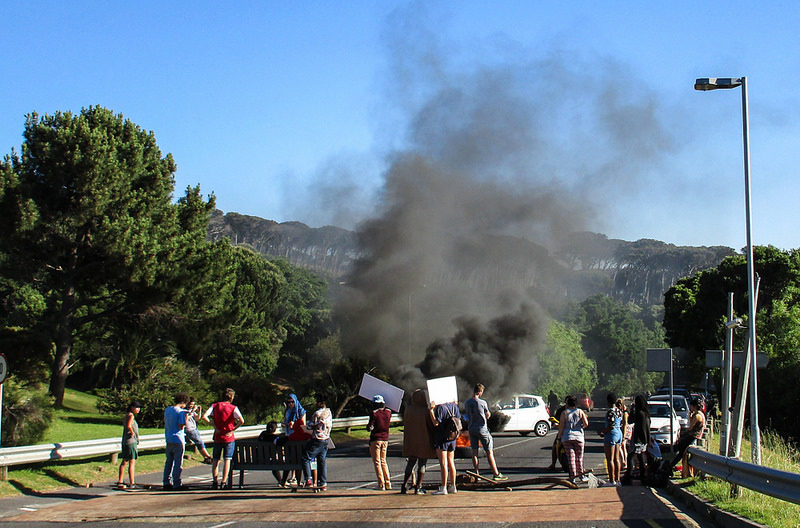 Student protesters burn tyres in Cape Town. Credit: Ian Barbour.