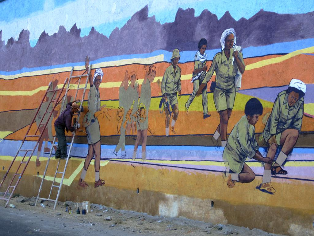 An artist in Eritrea paints a patriotic mural of the war. Credit: David Stanley.