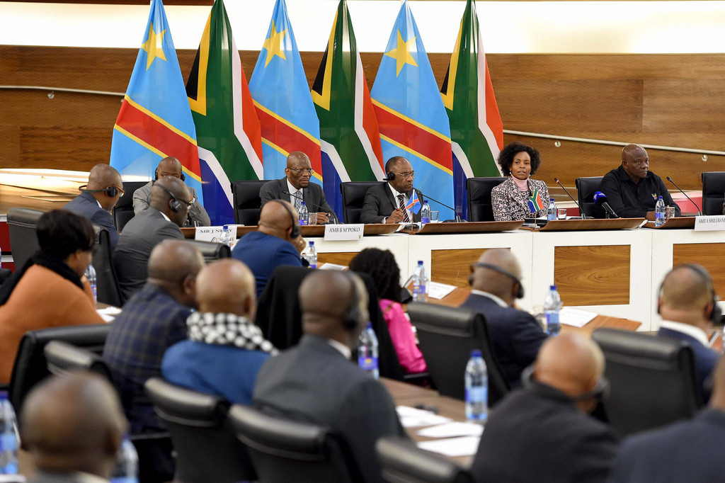 Congo politics: A Congolese government minister and officials meet their South African counterparts. Credit: GCIS.