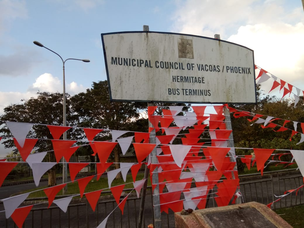In the run-up to Mauritius' 7 November elections, political parties have strung up bunting in their colours across the country. Credit: Jess Auerbach.
