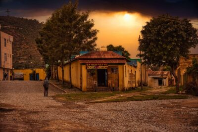 In a town in Tigray, Ethiopia. Credit: Rod Waddington.